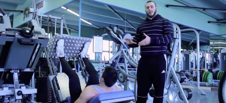 esercizi per le cosce e gambe pressa inclinata
