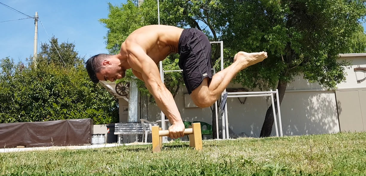 advance tuck planche