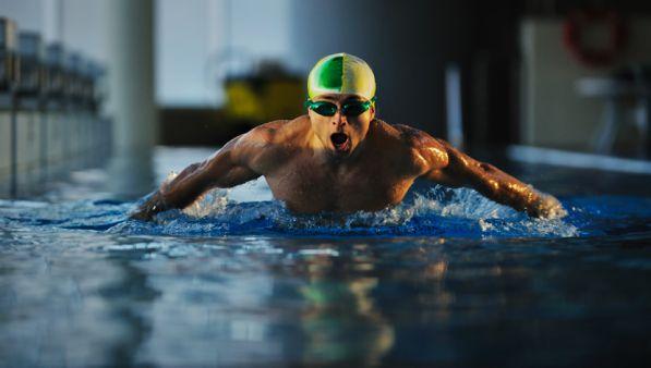 La miglior cura per il Mal di Schiena al mattino è il Nuoto?