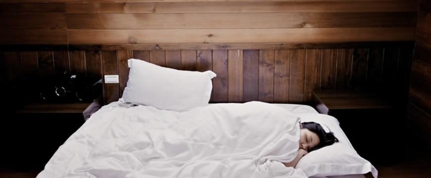 combattere ritenzione idrica dormendo