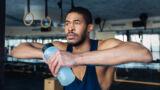 La gestione dei liquidi nel taglio del peso dell'atleta