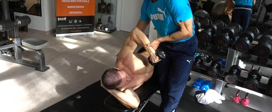 esercizi deltoide posteriore