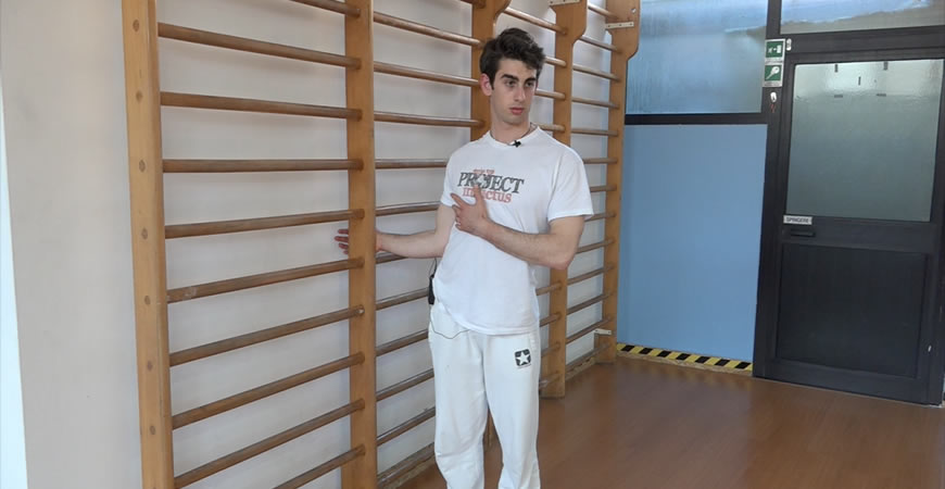 spalle esercizi stretching