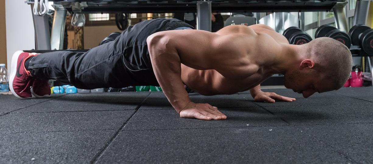 esercizi tricipiti a corpo libero