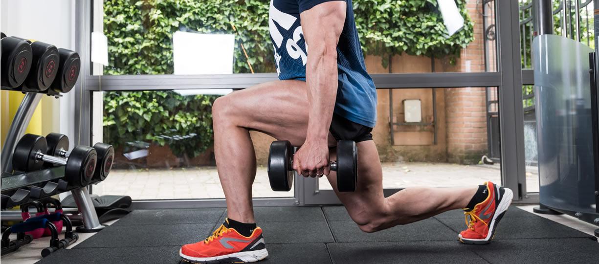 allenamento gambe affondi