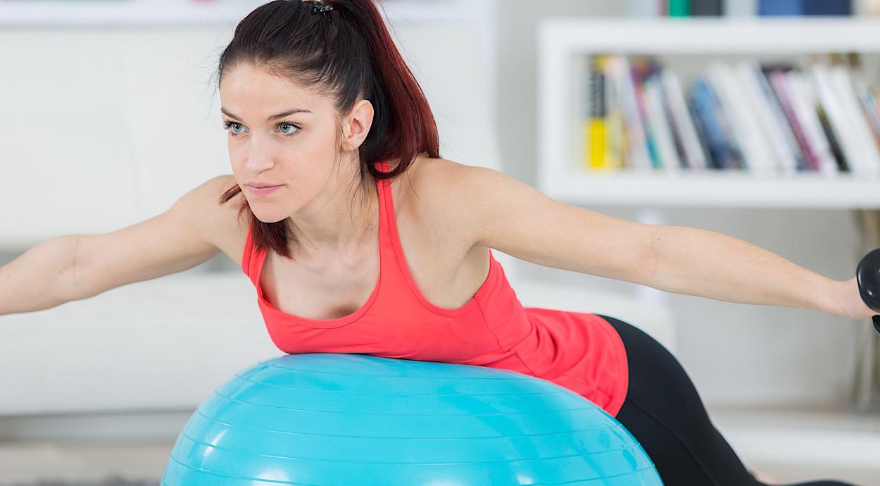 Esercizio spalla su fitball