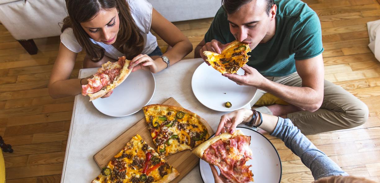 mangiare la pizza la sera