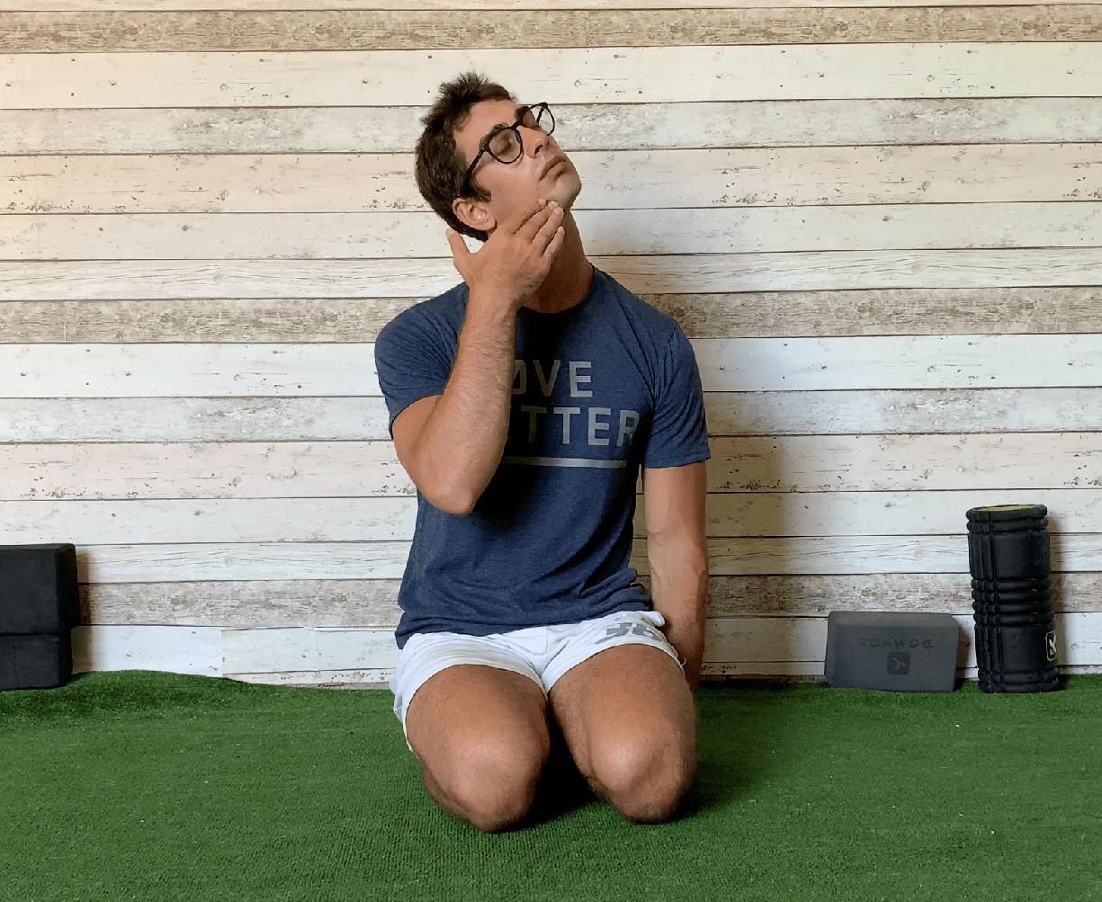 Esercizio stretching collo in torsione