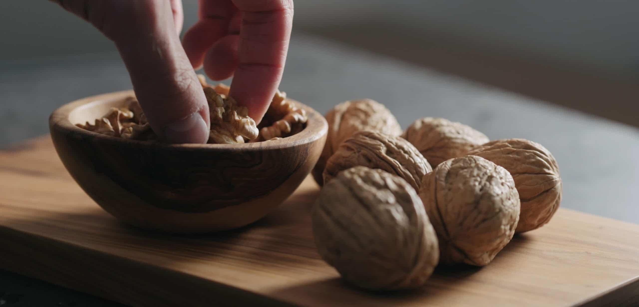 grassi essenziali nelle noci nella dieta